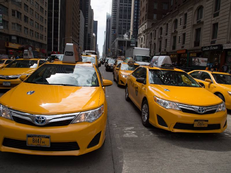 What are the benefits of obtaining cab rental services?
